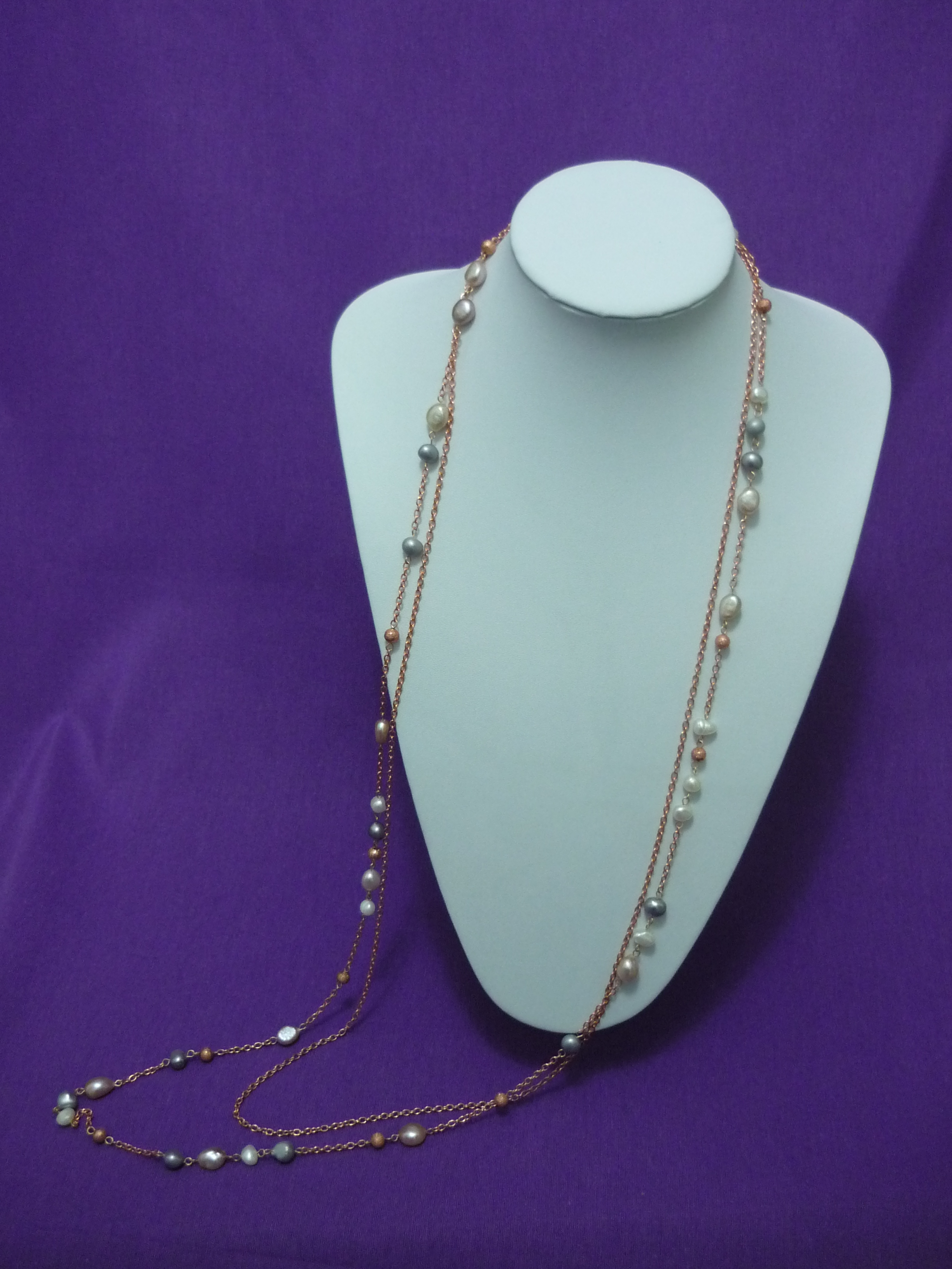 El destacado de esta semana es un collar largo perteneciente a la colección Soft Lady. La sencillez de su diseño, la deliciosa combinación de colores (perla